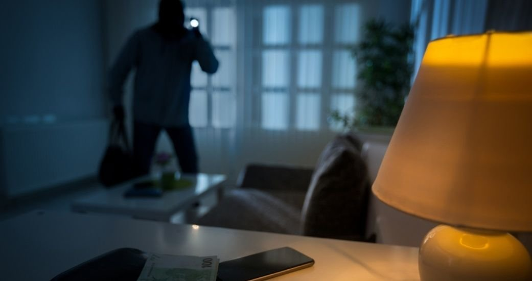 Пользуясь случаем: Дружковчанин сдал знакомой комнату в своей квартире, а потом ее обокрал, фото-1