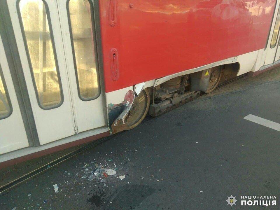 Дружківка: На площі Соборній легкова автівка зіткнулася з трамваєм (ФОТО), фото-2