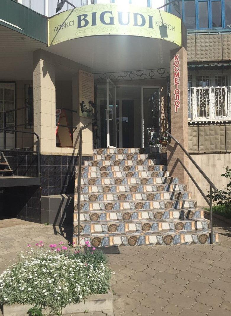 Дружківка: Фасади магазинів на центральних вуліцях міста приводять до ладу (ФОТО), фото-1
