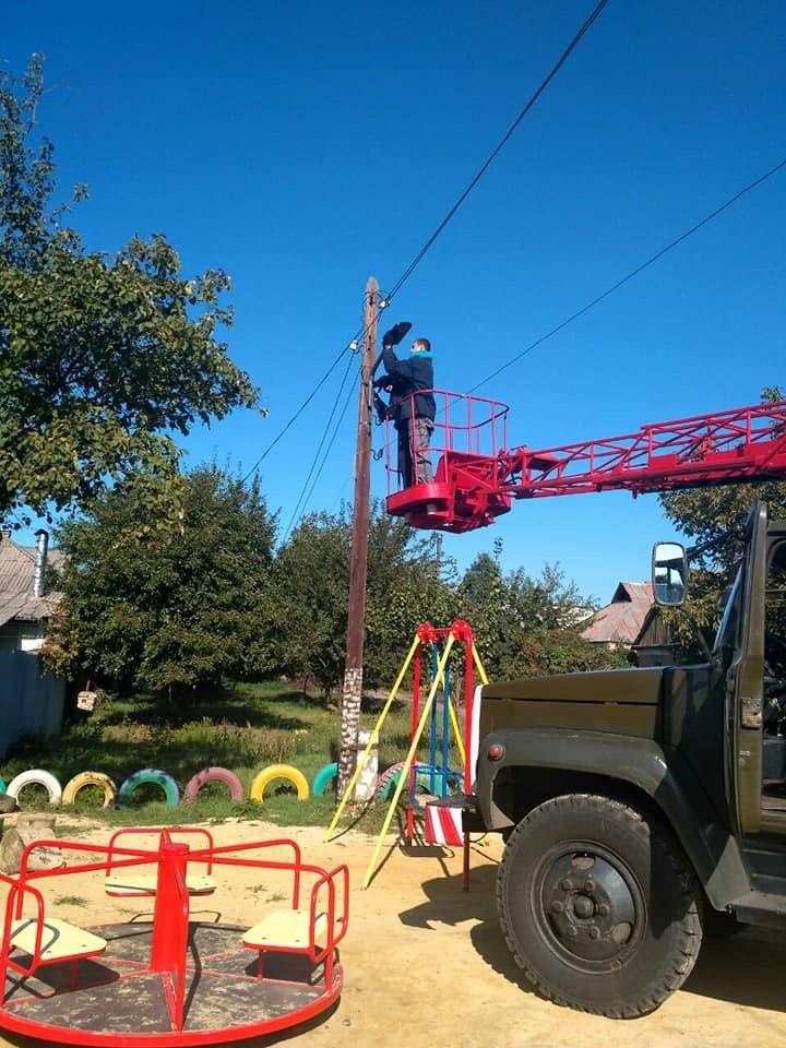 Дружковка: Возле детских площадок в поселке Торецкий установили светильники на солнечных батареях, фото-1
