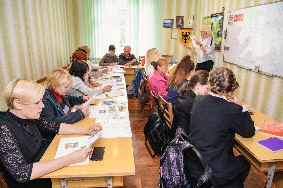 Дружківка: Вивчати іноземну мову з новими книжками стане веселіше (ФОТО), фото-4