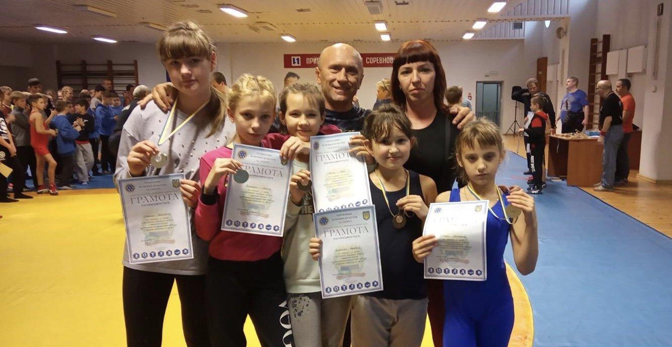 Медали завоёваны в борьбе: Юные спортсменки из Дружковки получили награды областного чемпионата , фото-1