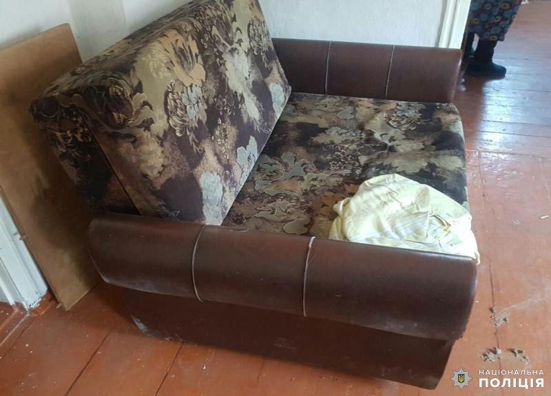 Дружківка: Сусід по вулиці позбавив стареньку меблів, вдершись до її оселі , фото-1