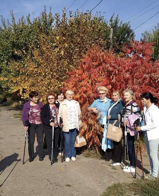 Золотой тропою осени: В Дружковке пенсионеры присоединились к Дню ходьбы, фото-1