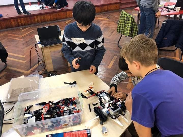 Діти та роботи: У Дружківці вперше відбувся дводенний курс-інтенсив з робототехніки (ФОТО), фото-1