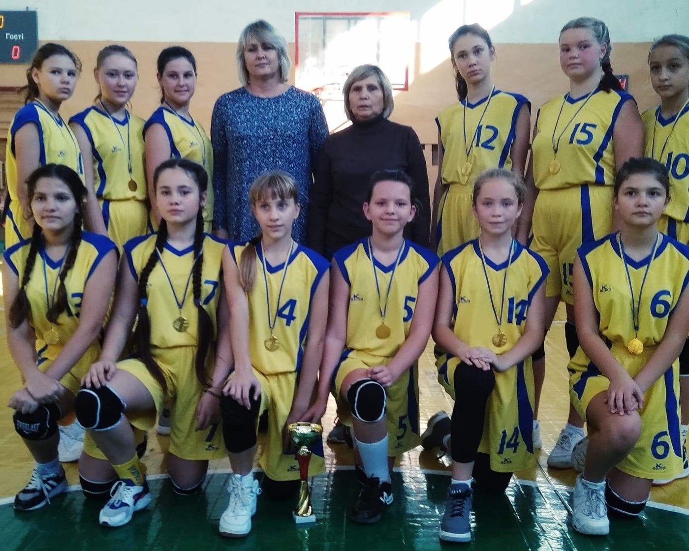 У девушек - золото, у парней - бронза: Баскетбольные команды из Дружковки взяли награды областного чемпионата, фото-1