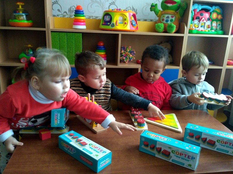 Дружковка: Дети приняли подарки от громады и на полке их не оставили (ФОТО), фото-2