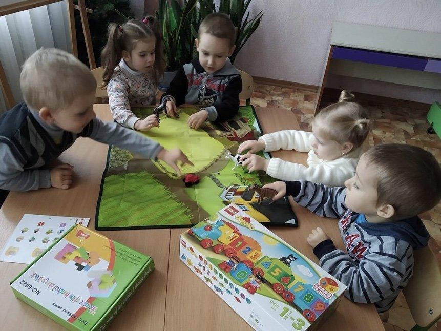 Дружковка: Дети приняли подарки от громады и на полке их не оставили (ФОТО), фото-3