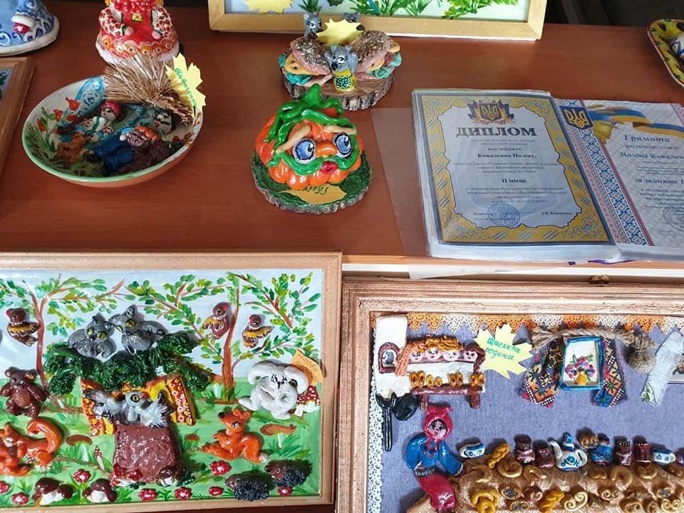 Персональна виставка творчих робіт п'ятикласниці з Дружківки відкрилася у ЦДЮТ (ФОТО) , фото-3