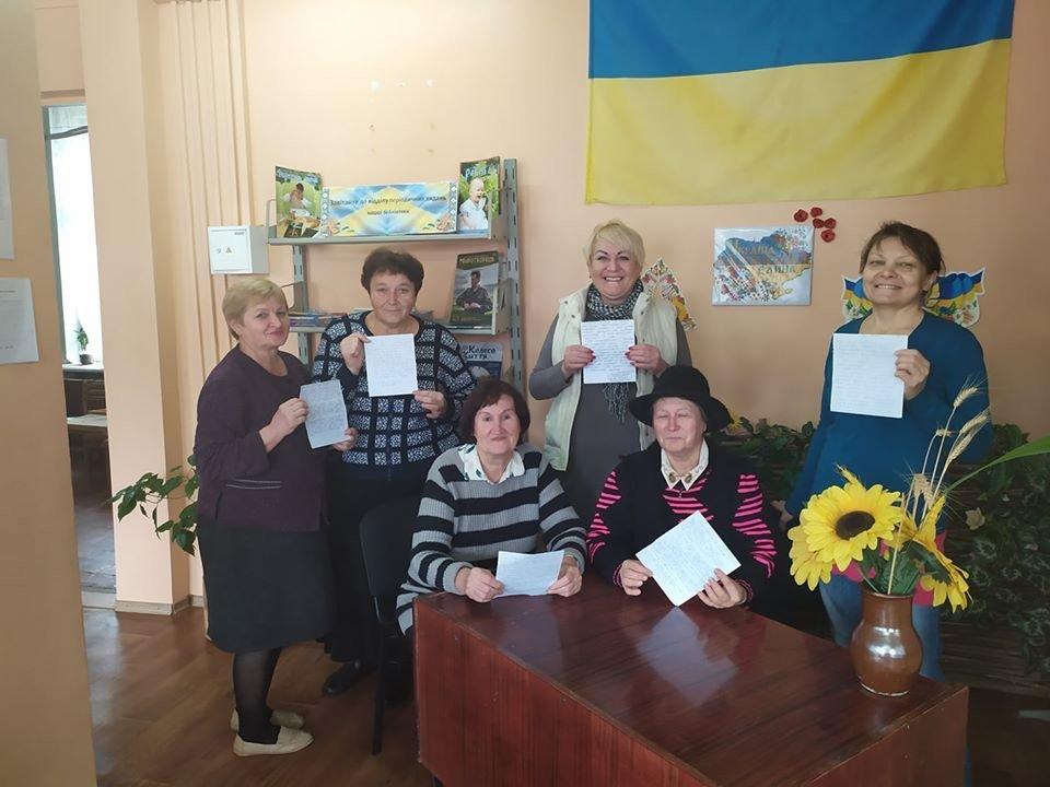 Дружківка: Не тільки школяри та студенти приєдналися сьогодні до Всеукраїнського диктанту, фото-1