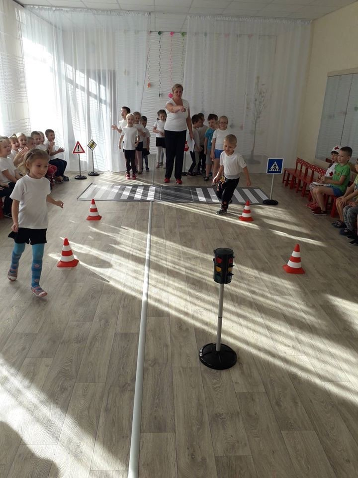 У Дружківці діти вчилися переходити дорогу та впізнавати сигнали світлофору прямо у дитячому садку (ФОТО), фото-1