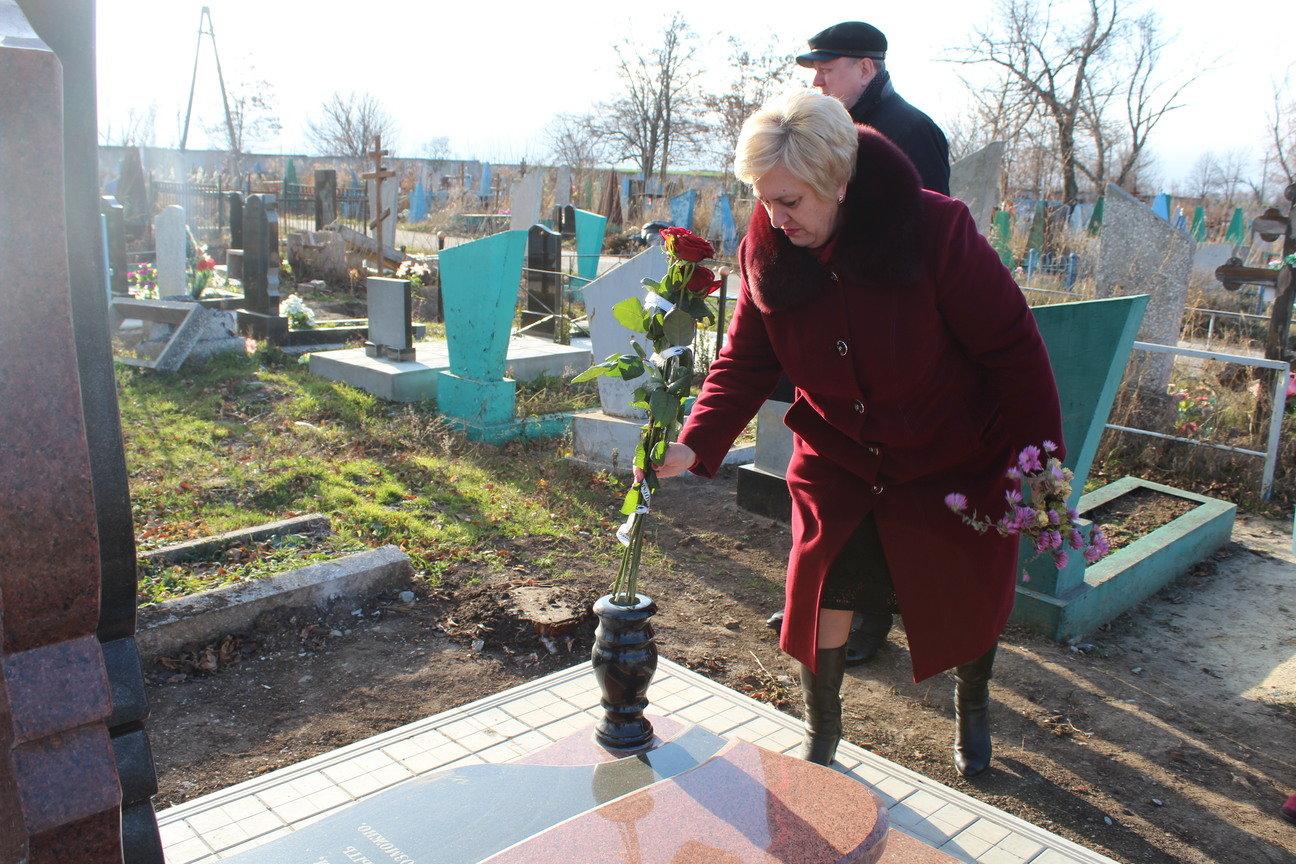 День Гідності та Свободи в Дружківці сьогодні відзначили покладанням квітів (ФОТО), фото-4