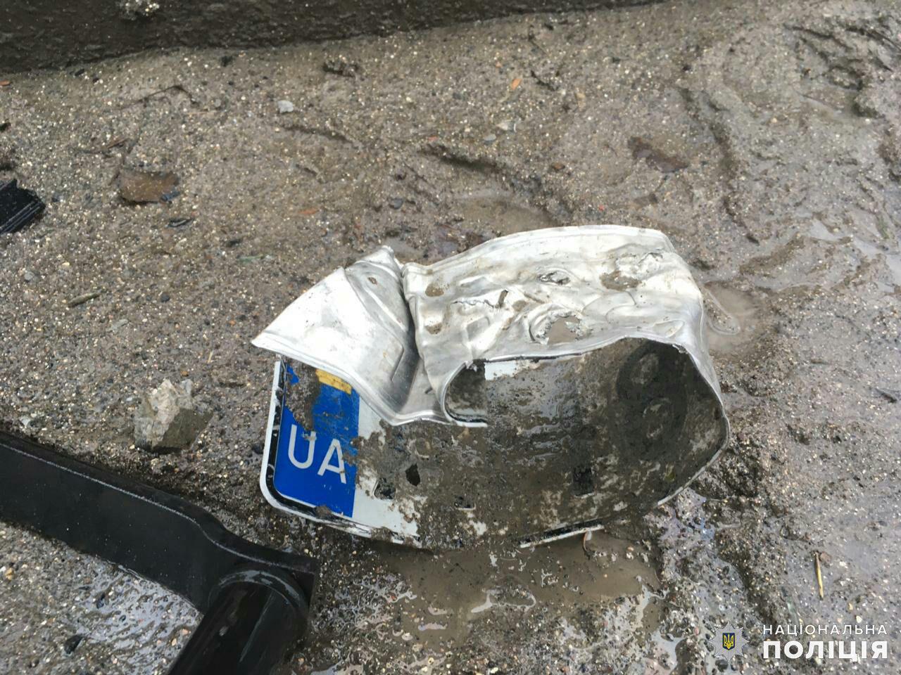 Дружковка: Въехав в лужу, «Шкода» потеряла управление и перевернулась прямо напротив столовой огнеупорного завода (ФОТО), фото-5