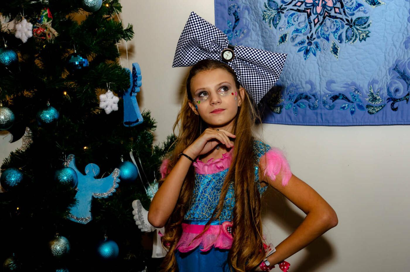 Юная дружковчанка представила собственную коллекцию одежды в резиденции Святого Николая (ФОТО), фото-1
