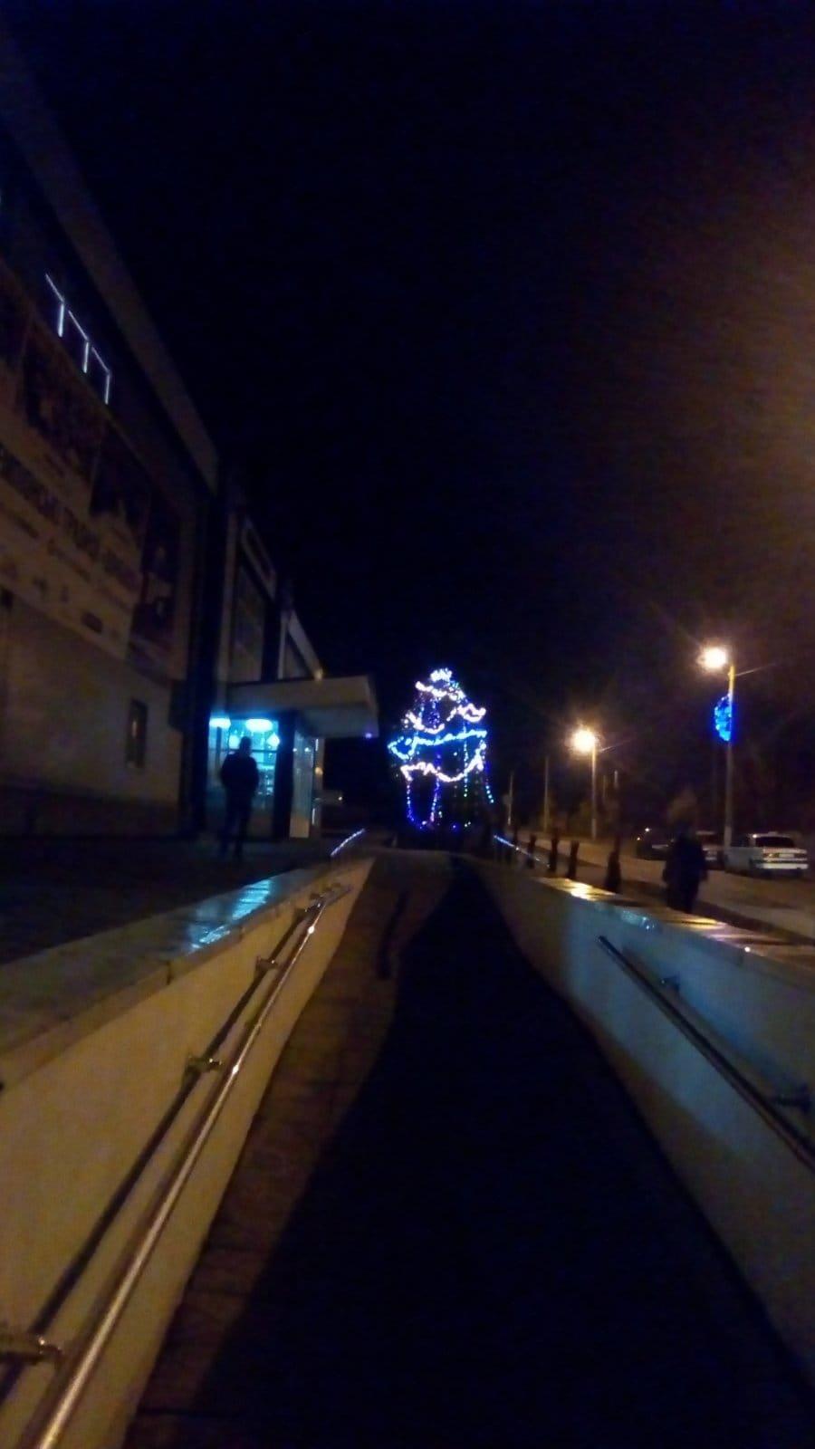 Дружковка: Возле «Альтаира» засияла праздничными огнями еще одна новогодняя елка (ФОТО), фото-5
