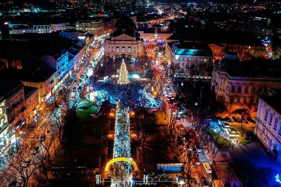 Ялинки України. Як виглядають головні Новорічні красуні у різних містах, фото-8
