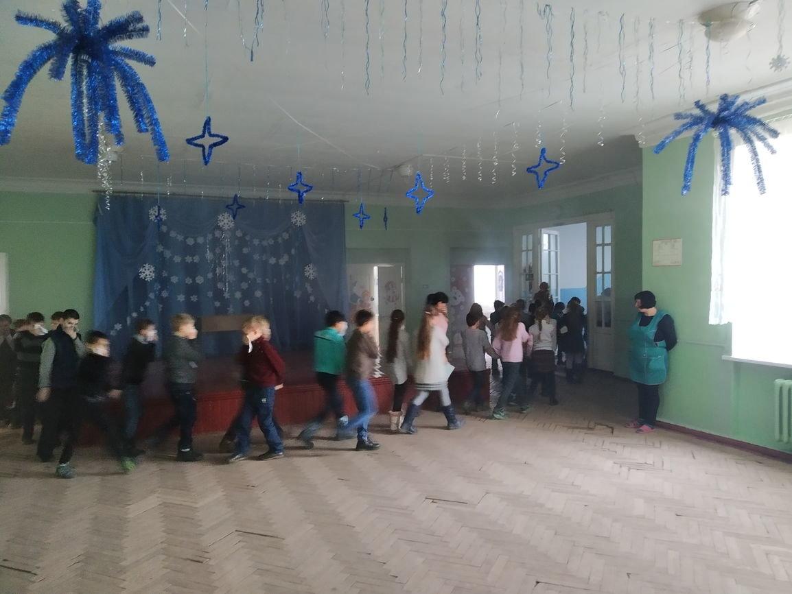 Дружковка: Спасатели провели в школе №1 учебную эвакуацию с использованием дымогенератора (ФОТО), фото-1