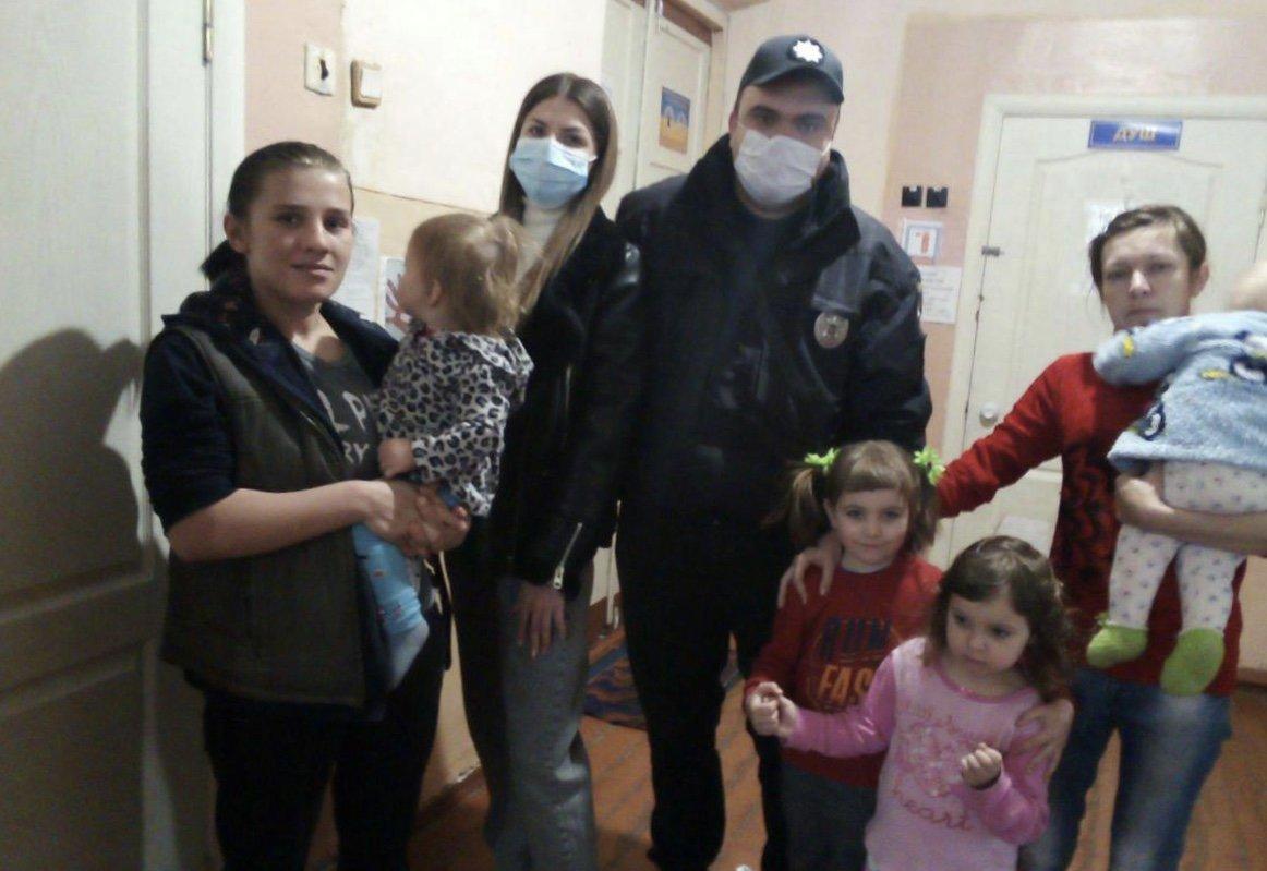 Дружківка: Ювенальні поліцейськи передали гуманітарну допомогу дітям, фото-1