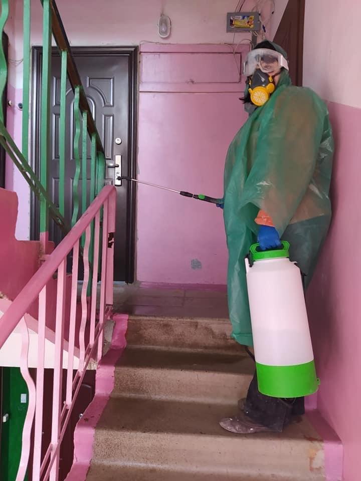 Вже другий день поспіль у Дружківці дезінфікують під'їзди багатоповерхівок (ФОТО), фото-2
