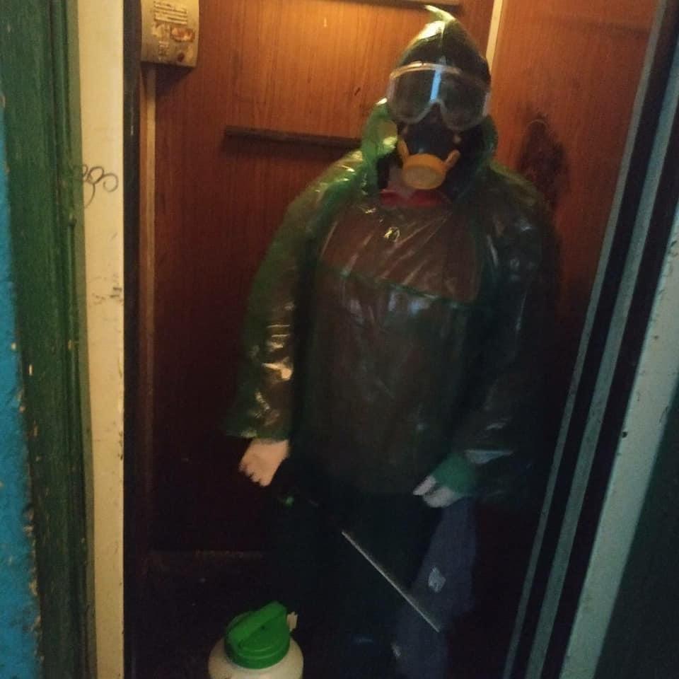 Вже другий день поспіль у Дружківці дезінфікують під'їзди багатоповерхівок (ФОТО), фото-4