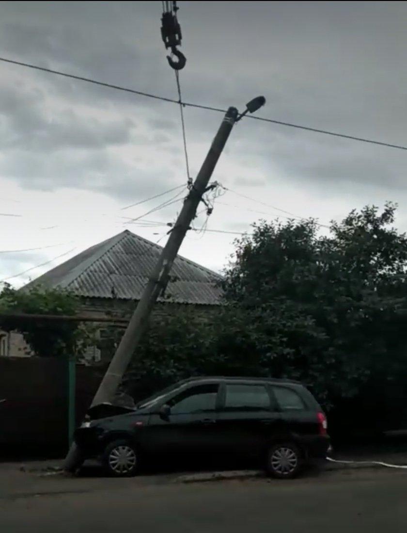 Дружковка: Сбитый фонарный столб на улице Маяковского заменили новым (ФОТО), фото-3