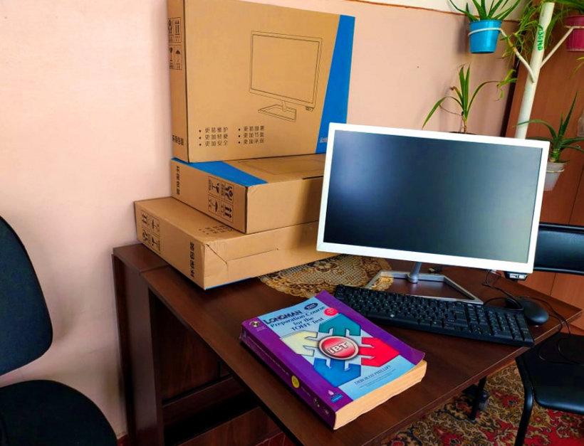 Дружківка: Три комп'ютера отримали від благодійника діти-сироти обласного соцгуртожитку   , фото-1