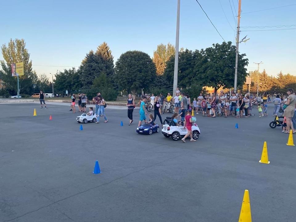 Дружківка: На площі Молодіжній вчора офіційно відкрили мультиспортивний простір для тренувань на свіжому повітрі, фото-7