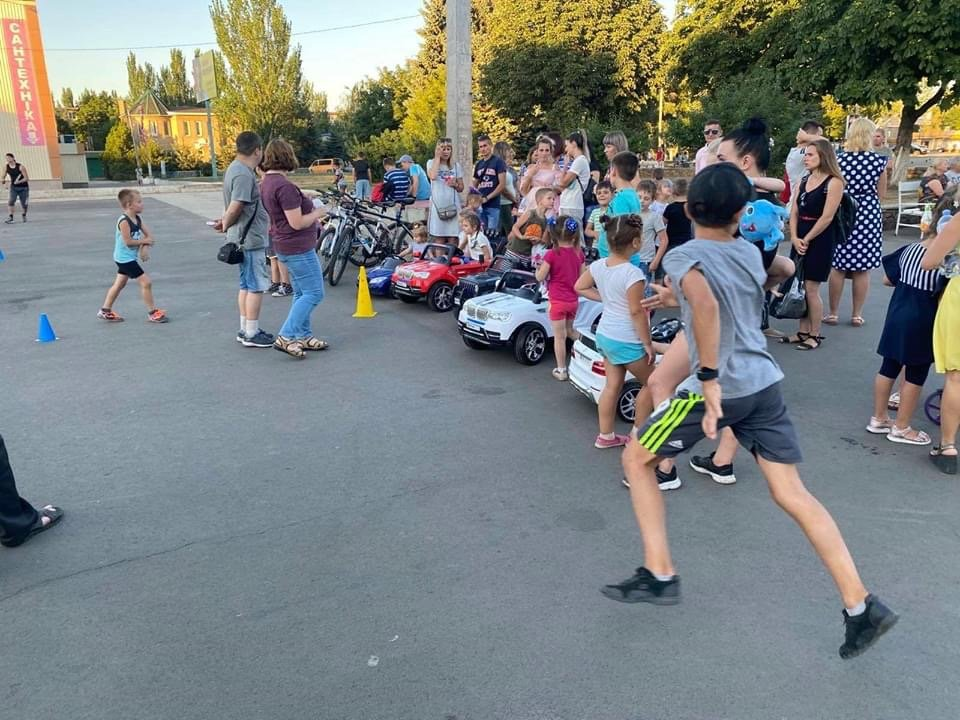 Дружківка: На площі Молодіжній вчора офіційно відкрили мультиспортивний простір для тренувань на свіжому повітрі, фото-8
