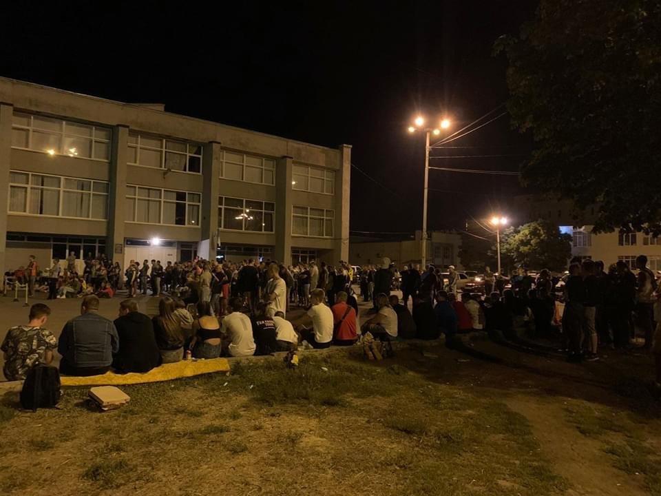 Дружківка: За «Шахтар» на площі Молодіжній вчора палко вболівали сотні глядачів , фото-1
