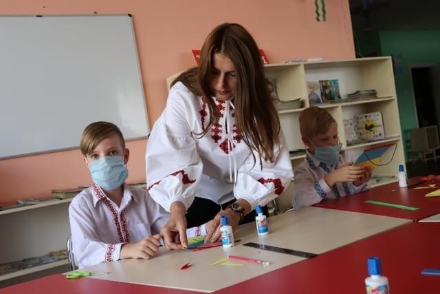 Дружківка: В «Грайлику» дітей навчили виготовляти святкові прапорці та розповіли про історію державного прапору , фото-2