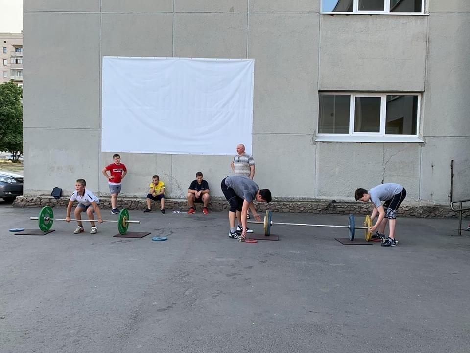 Дружківка: Вчора на Молодіжній тренувалися важкоатлети, а завтра на площу вийдуть майстри тхеквондо, фото-1