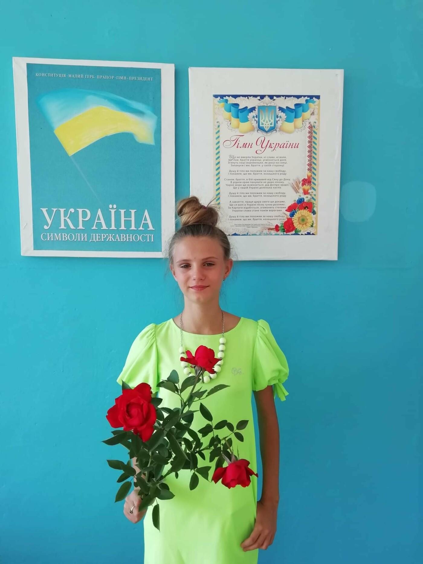 Дружківка: Бібліотека школи №12 отримала подарунки від переможниць конкурсів краси (ФОТО), фото-2
