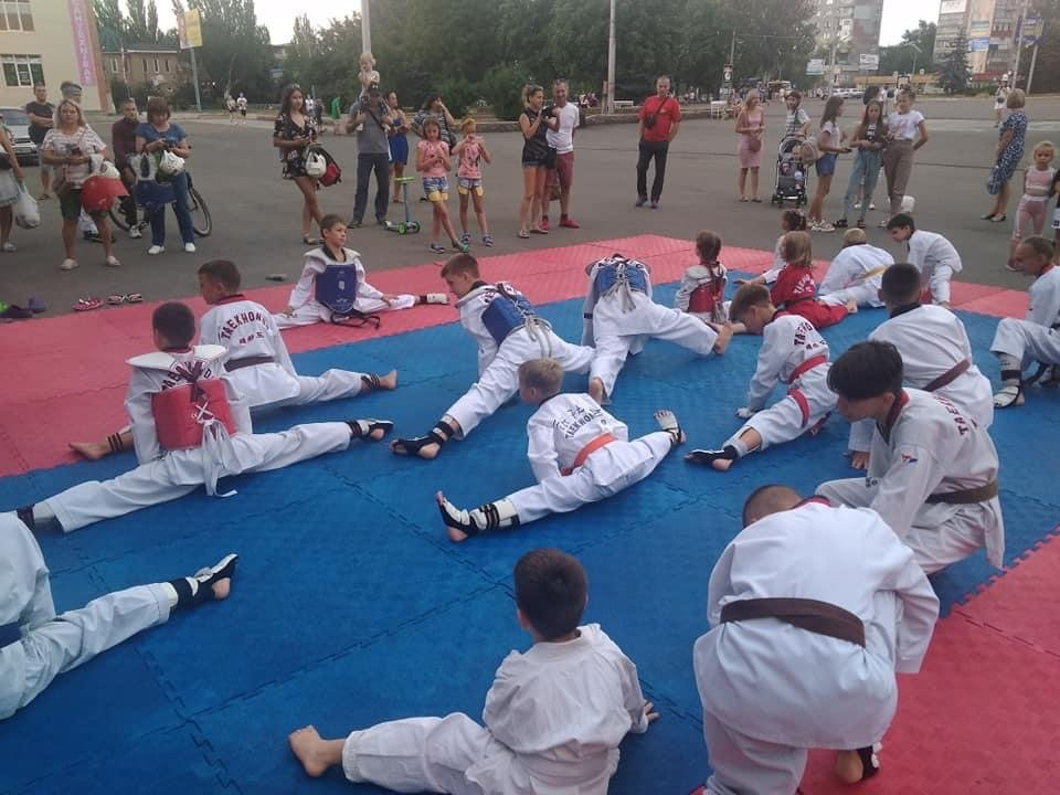 Дружківськи майстри тхеквондо провели відкрите тренування на площі Молодіжній, фото-1