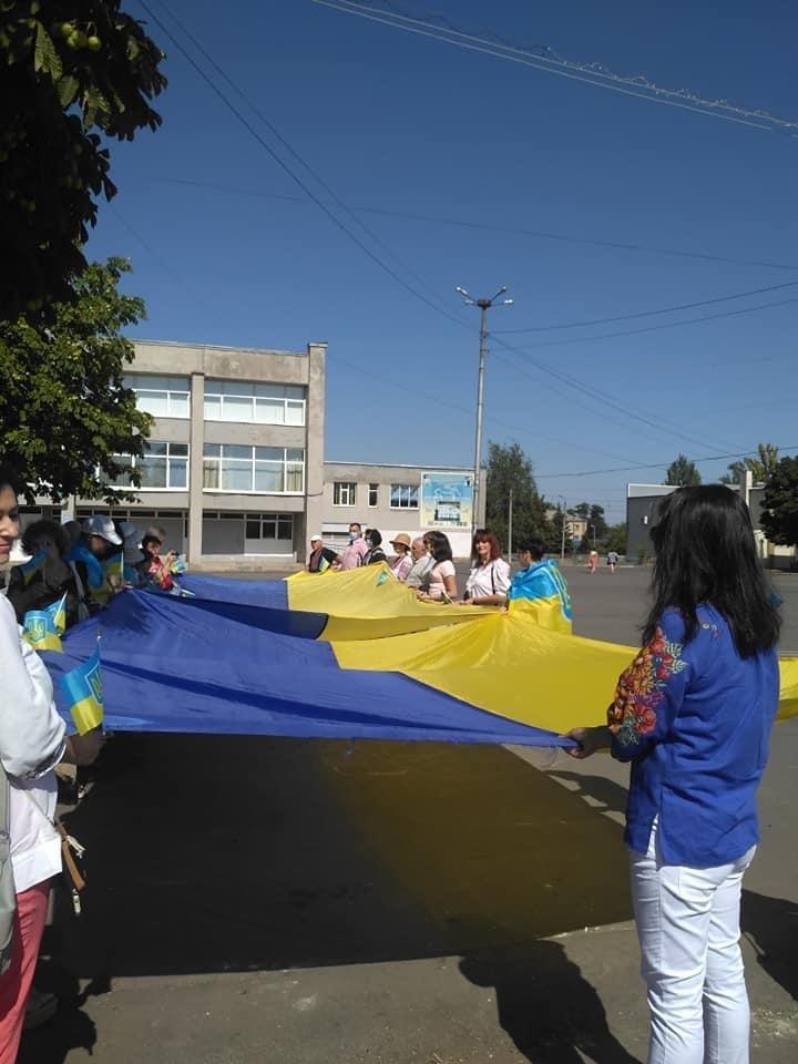 Дружківка: Величезний державний прапор до свята Незалежності розгорнули на площі Молодіжній , фото-3