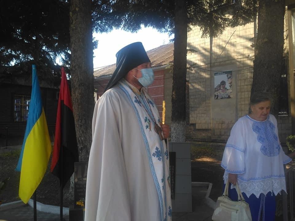 Дружківка: Величезний державний прапор до свята Незалежності розгорнули на площі Молодіжній , фото-1