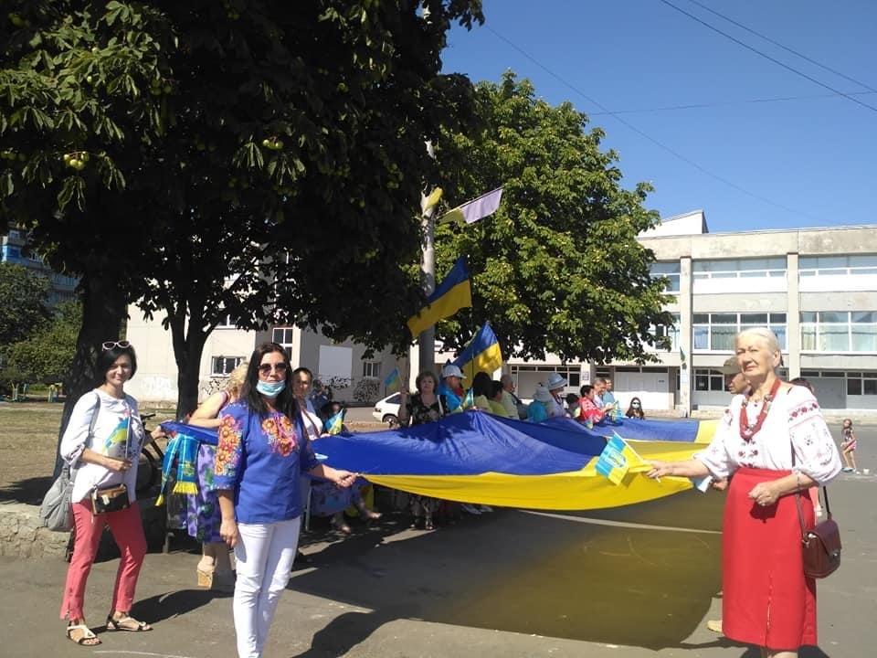 Дружківка: Величезний державний прапор до свята Незалежності розгорнули на площі Молодіжній , фото-4
