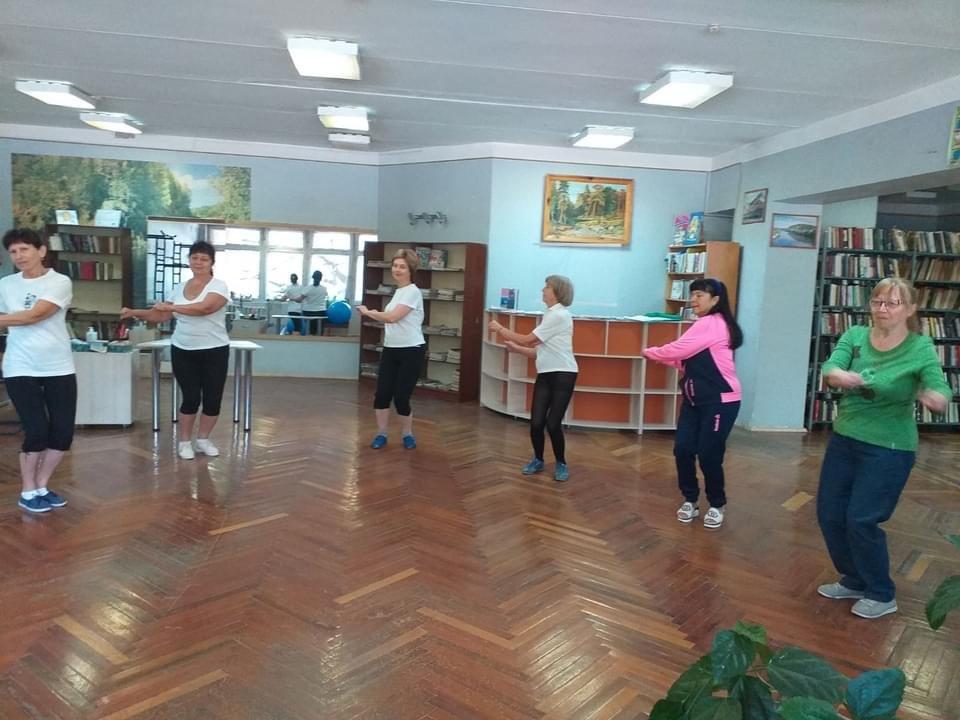 У центральній Дружківській бібліотеці і читають, і спортом займаються (ФОТО), фото-2