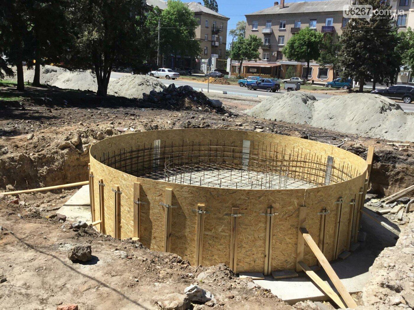 У Дружківці напередодні місцевих виборів продемонстрували запуск фонтану на Соборній та ліфта у центральній лікарні (ФОТО), фото-6