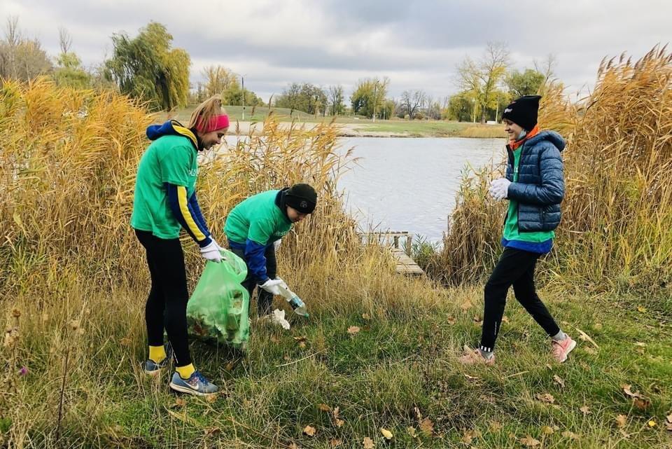 Юні легкоатлети Дружківки долучилися до ECOlympic та прибрали сміття з Молодого парку (ФОТО), фото-2