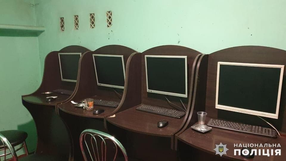 Дружківка: У багатоповерхівці по вулиці Космонавтів працювало підпільне Інтернет-казино (ФОТО), фото-2