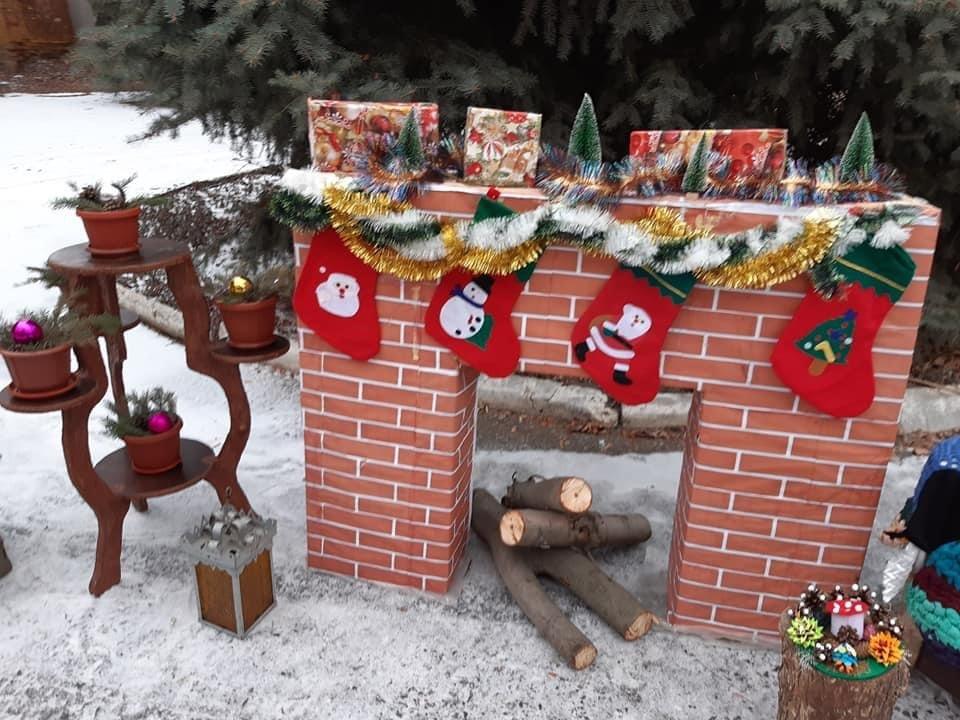 Клуб в Олексієво-Дружківці переміг у конкурсі та сяє святковими вогниками (ФОТО), фото-1