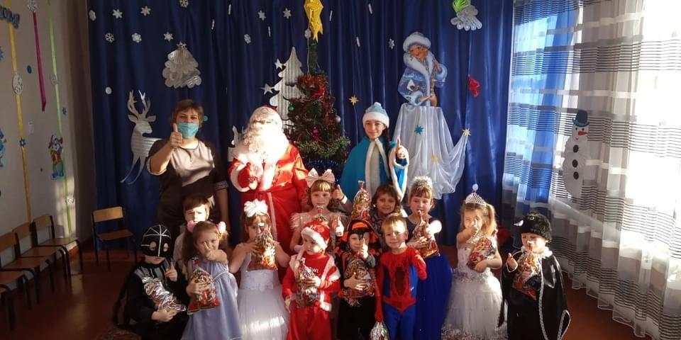 Дружківка: У НВК №4 відбулася зустріч із Дідом Морозом та Снігуркою, фото-1